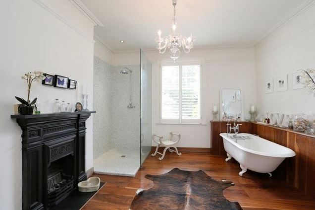 How to make a small bathroom look luxurious